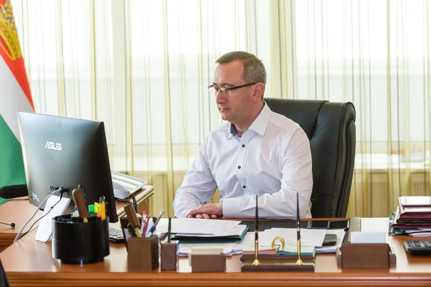 Владислав Шапша потребовал контролировать своевременность выплат медикам, задействованным в борьбе с COVID-19